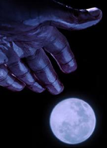 6_hand-moon